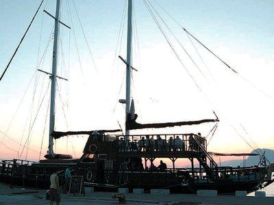Όταν οι πατρινοί έπιναν καφέ εν πλω! Το ναυάγιο στο μόλο της Αγίου Νικολάου