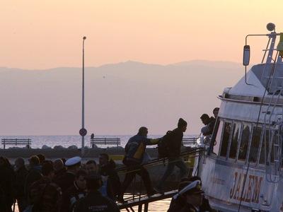 Κάτοικοι της Μυτιλήνης παρεμπόδισαν πλοίο ακτιβιστικής οργάνωσης να ελλιμενιστεί