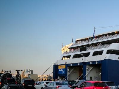 Κορωνοϊός: Ύποπτο κρούσμα σε πλοίο στον Πειραιά
