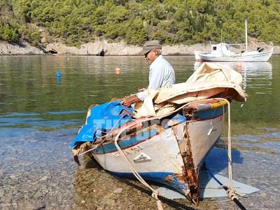 Ο Ιανός διέλυσε την ξύλινη βάρκα του καπ...