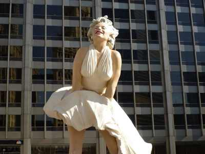 25χρονος έκλεψε το άγαλμα της Μέριλιν Μο...