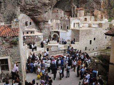 Άνοιξε η Ιερά Μονή της Παναγίας Σουμελά ...