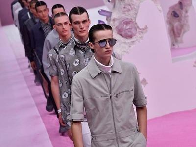 Ο οίκος Dior παρουσιάζει την αντρική συλ...