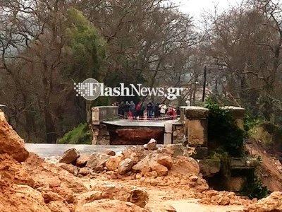 Κατέρρευσε η ιστορική γέφυρα του Κερίτη στα Χανιά– Δείτε το στιγμιότυπο-ΒΙΝΤΕΟ
