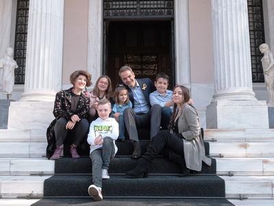 Με παιδιά που νίκησαν τον καρκίνο ο Κυριάκος Μητσοτάκης