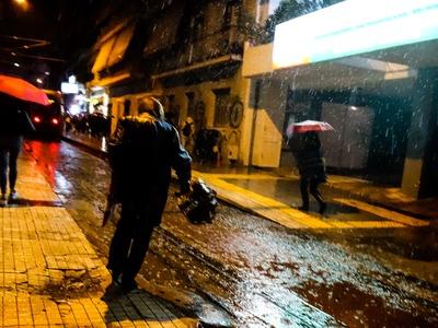 """Έρχεται ο """"Γηρυόνης"""" από αύριο και φέρνει βροχές και ισχυρούς ανέμους"""