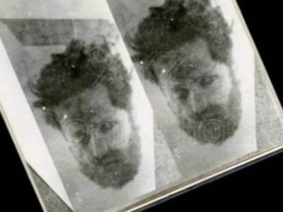 """Η φωτογραφία μυστήριο του Άρη Βελουχιώτη που σαρώνει το διαδίκτυο - Δείχνει το κομμένο κεφάλι του """"καπετάνιου"""" του ΕΛΑΣ"""