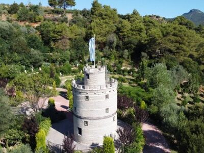 ΑΥΤΟΣ είναι ο  Λευκός Πύργος της Ναυπακτ...
