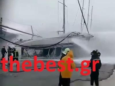 Πάτρα ΤΩΡΑ: Καίγονται δύο ιστιοφόρα στο παλιό λιμάνι- Επιχείρηση της Πυροσβεστικής-ΒΙΝΤΕΟ