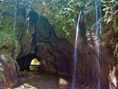 Το πανέμορφο σπήλαιο Θεοτικό στο Θέρμο Α...