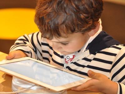 Καλοκαίρι, διαδίκτυο και παιδιά - Πώς θα τα προστατέψετε;
