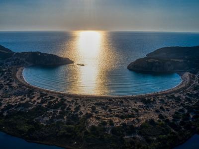 Βοϊδοκοιλιά: Το ηλιοβασίλεμα σε μία από ...