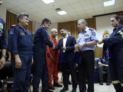 Ιταλούς και Ισπανούς πιλότους που βοήθησαν στην Εύβοια, βράβευσε ο Ν. Χαρδαλιάς