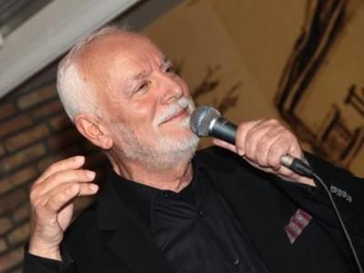 Ο γνωστός Πατρινός τραγουδιστής Μίμης Αγγελόπουλος αποχαιρετά τον Χρήστο Στυλιανέα