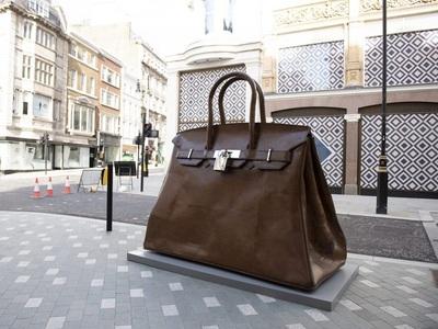 Εκπληξη: Η γιγάντια Birkin bag στη Bond ...