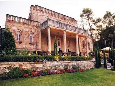 Η ιστορική βίλα του Άγγελου Σικελιανού στο Ξυλόκαστρο αποτελεί τμήμα υπερπολυτελούς ξενοδοχείου