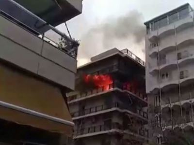 Μεγάλη φωτιά σε πολυκατοικία στο Παλαιό Φάληρο - Απεγκλωβίστηκαν 2 γυναίκες