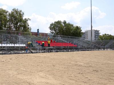 Toποθετήθηκαν οι εξέδρες στο γήπεδο του Beach Handball για τους Μεσογειακούς -ΔΕΙΤΕ ΦΩΤΟ