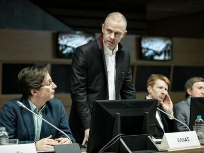 """Η ταινία του Κ. Γαβρά """"Ενήλικοι στην Αίθουσα"""" προβληματίζει, θυμίζει, εξοργίζει αλλά και απογοητεύει"""