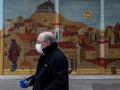 Τελικά να φοράμε ή όχι μάσκα; Σήμερα οι απαντήσεις από την αρμόδια επιτροπή