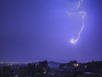 Έγινε η νύχτα... μέρα στην Δυτική Ελλάδα και το Ιόνιο- Χιλιάδες κεραυνοί μέσα σε λίγες ώρες