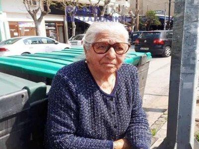 Η 90χρονη μετά τη σύλληψή της: «Δεν θα ξαναβγώ να πουλήσω τα παντοφλάκια μου»