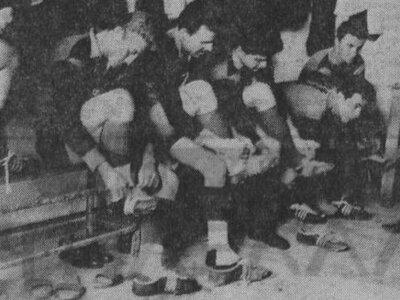 Οι παίκτες της Παναχαϊκής στα αποδυτήρια πριν από ντέρμπι με το Αιγάλεω (1961)