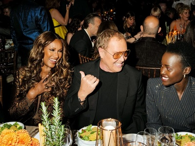 Στα βραβεία Golden Heart του Michael Kors έλαμψε η Ιμάν, όλη μπρονζέ!