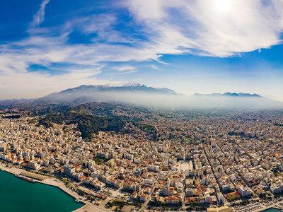 H υπέροχη πανοραμική φωτογραφία της Πάτρας από τον Νίκο Ψαθογιαννάκη